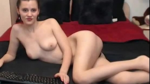 Littledrag cosplay MILF posing naked on the gynec